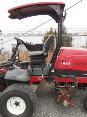 TORO 5410 REELMASTER Fairway Mower (2007) 8 Blade Cutting Units, (AWD) CrossTrax, Light Kit, Canopy Top, Runs and Operates very well, 3350 Hours, Tag #683.
