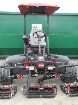 TORO 5410 REELMASTER (2010) with 1283 hours 11 blade (DPA) Cutting units, Groomers, Power Rear Roller Brushers, CrossTrax (AWD), Canopy Top with Cool Top Fan.