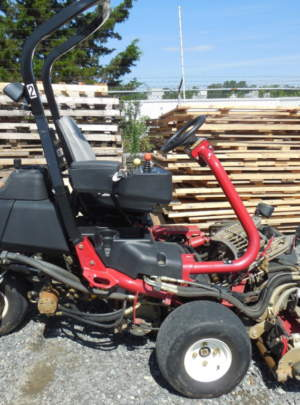 TORO 3300 TRIFLEX Greensmaster (2011) with 1173 hours 3WD 11 Blade (DPA) cutting units, Light Kit, front and back, tag #357.