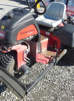 TORO 3040 SANDPRO (2012) Tooth Rake, Spring Rake, Front Plow with 1492 Hours