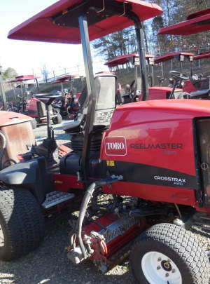 TORO 5510 REELMASTER 2011, CrossTrax (AWD) 11 DPS 1493 Hours R. R. Brushers, Groomers, Canopy with Cool Top Fan